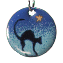 Pendant round hunched cat under stars