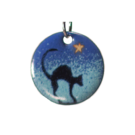 Pendant round hunched cat under star