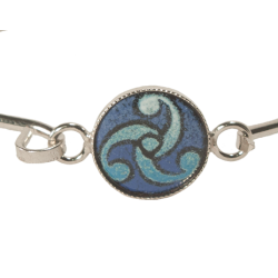 bracelet round adorned triskele in blue tone