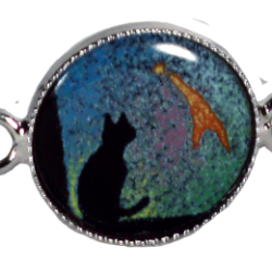 bracelet ovale with cat seated under comet